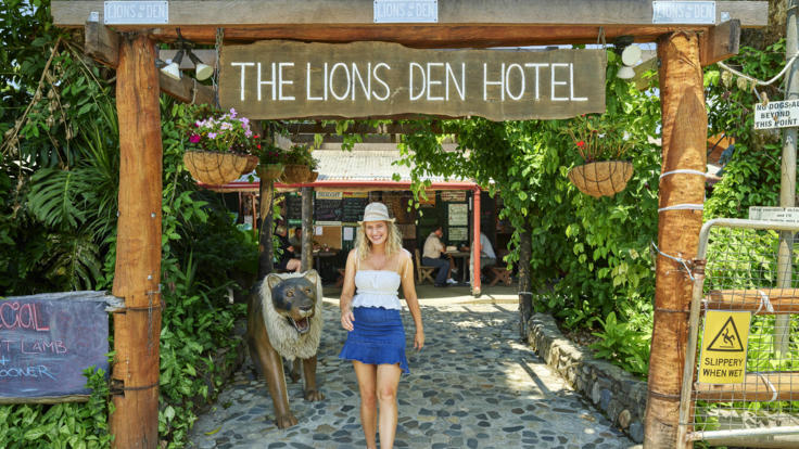 Cooktown Day Trip | Stopover at Iconic Lions Den Hotel