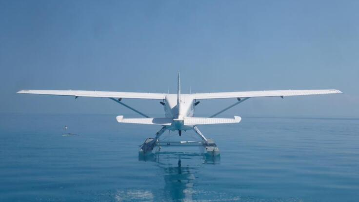 Seaplane Flights Great Barrier Reef - Fly to Whitehaven and land on the beach
