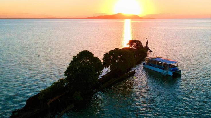 Barrier Reef Australia - S.S. City of Adelaide shipwreck - Magnetic Island - sunset tour