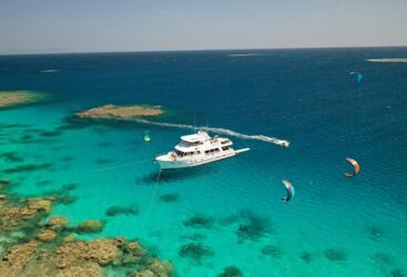 Luxury Boat Charter Great Barrier Reef - Kite Surfers