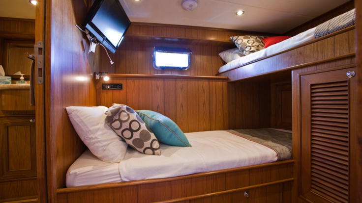 Twin room on liveaboard luxury private charter yacht Great Barrier Reef