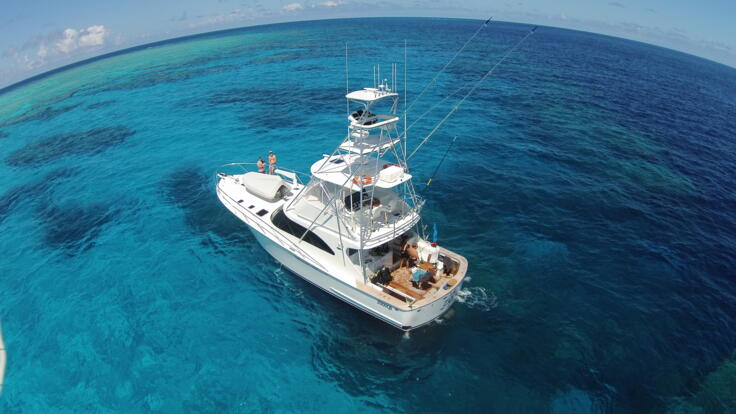 Luxury charter boat Port Douglas - Anchored Great Barrier Reef