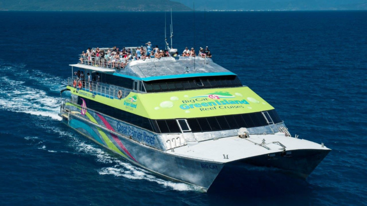 Cruise boat heading for Green Island, Great Barrier Reef