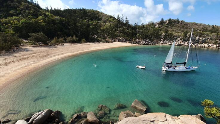 Townsville Yacht Charter - Explore Magnetic Island