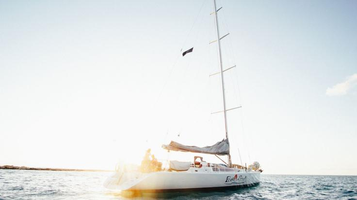 Spend 2 Days & 2 Nights Sailing The Whitsundays