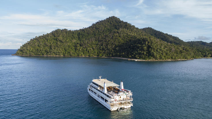 Cairns cruise ship at anchor off Fitzroy Island