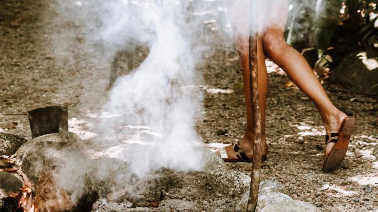 Barrier Reef Australia:Traditional Aboriginal smoking ceremony in Cooktown
