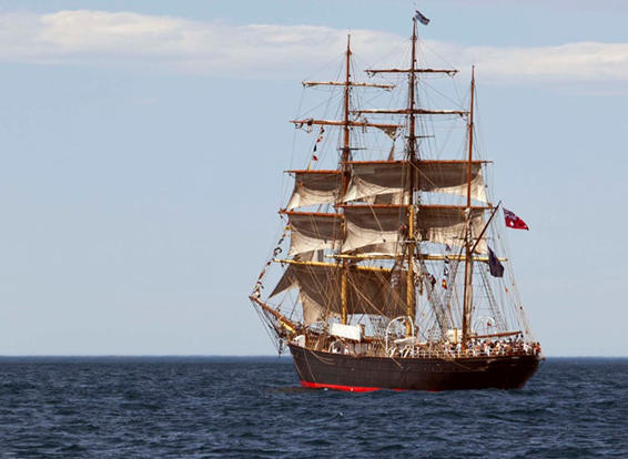 Experience Tall Ship Sailing in the Sydney Harbour enjoying food, wine and entertainment.