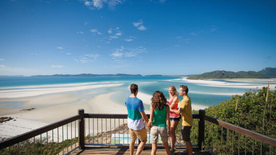 Whitehaven Beach Tours - Whitehaven Beach - Hill Inlet walk