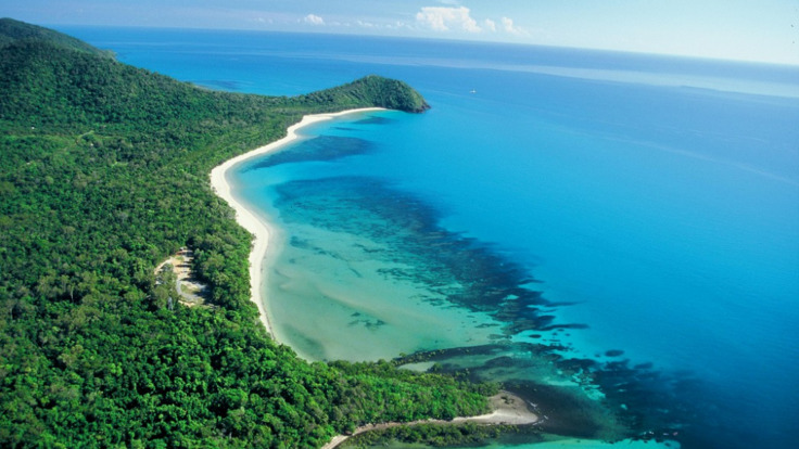 Enjoy the scenic flight along Cairns and Far North Queensland coast