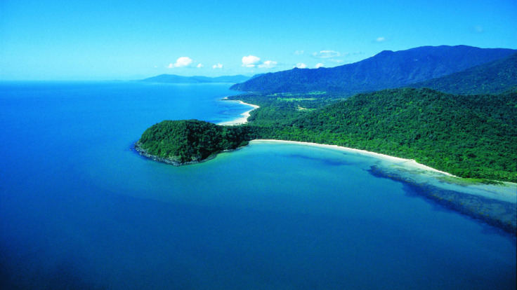 Lizard Island Flights - Cape Tribulation Scenic aerial view on Cairns scenic flight over the Great Barrier Reef in Australia