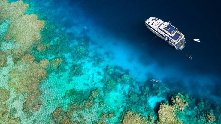 Aerial View of the stunning Outer Barrier Reef dive and snorkel locations