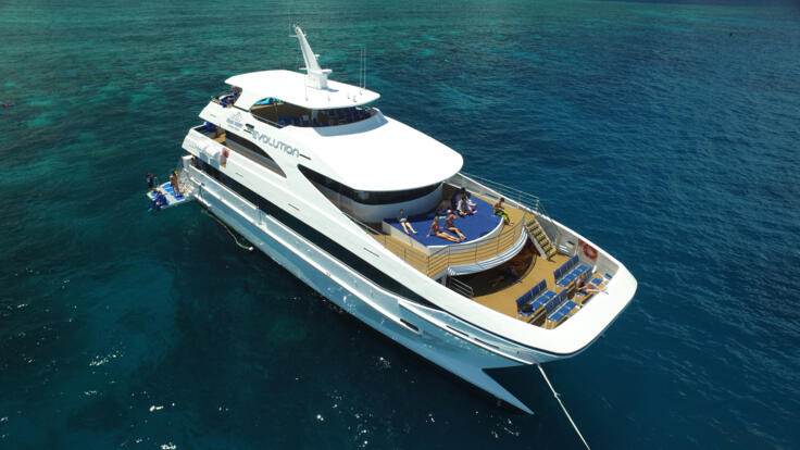 Luxury Day Tour To Great Barrier Reef from Cairns - Aerial View of Boat