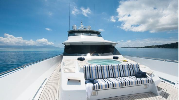 Great Barrier Reef Luxury Motor Yacht Charters | Portugese Bow with Spa