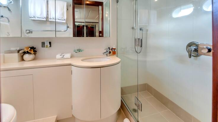 Superyachts Great Barrier Reef - Port Side Shared Cabin Ensuite