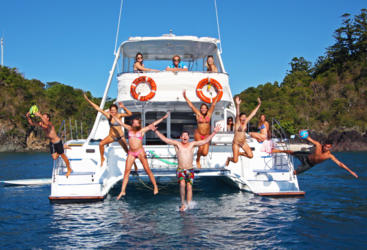 Whitsundays liveaboard snorkeling power boat tour