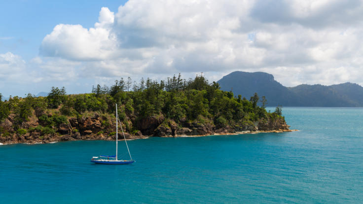 Exploring the Whitsunday Islands on the Great Barrier Reef - 2 day 1 night sailing tour
