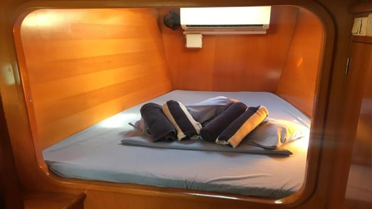 Double accommodation on catamaran on liveaboard sailing tour in the Whitsundays