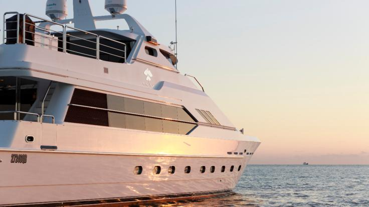 Superyachts Great Barrier Reef - Luxurious Private Charter Superyacht | Port Douglas | Cairns
