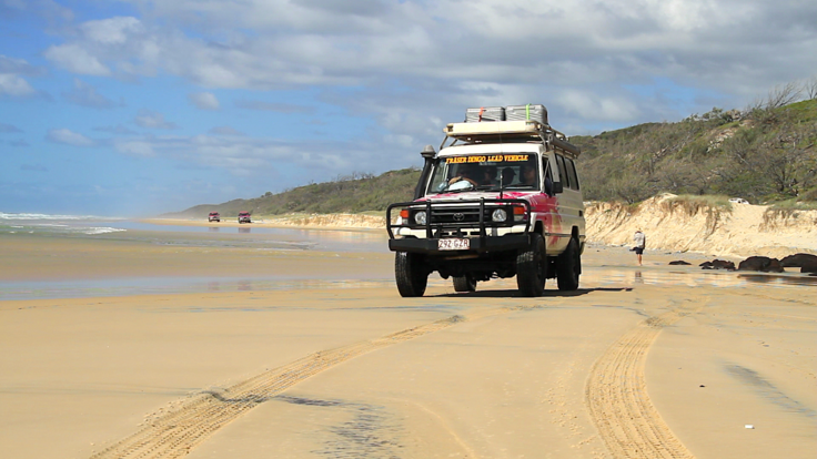 Barrier Reef Australia: 4WD tour on the beach - Fraser Island