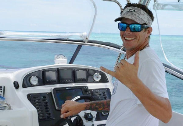 Friendly crew on your full day Cairns Private Cahrter Boat Fishing Tour