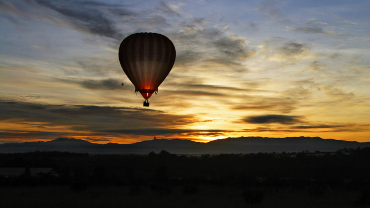 Magnificent sunrise over Atherton Tablelands for your Hot air balloon ride in Cairns