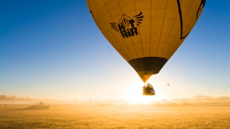 Port Douglas hot air balloon ride -Watch the sunrise