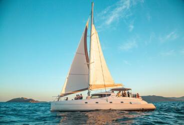 Whitsundays Yacht Charter - Luxury Sailing Holidays Airlie Beach