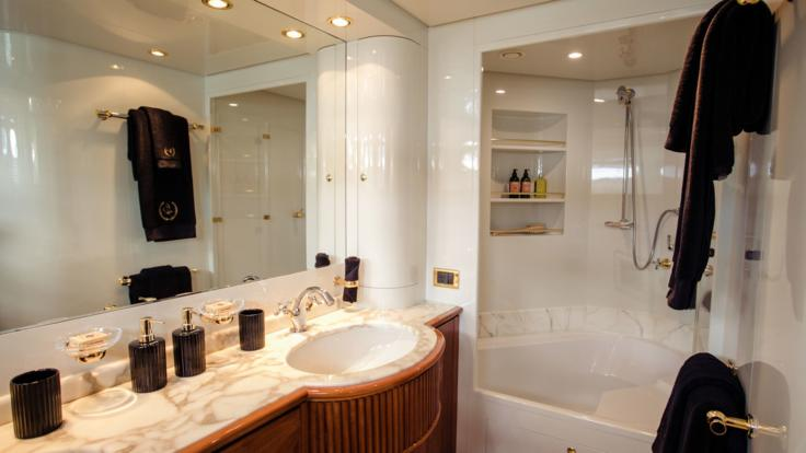 Superyachts Great Barrier Reef - Master Bathroom - Whitsunday Superyacht Charter