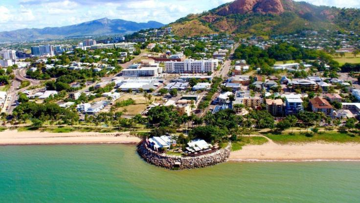 Townsville scenic flight | Aerial view of the Strand from Helicopter flight