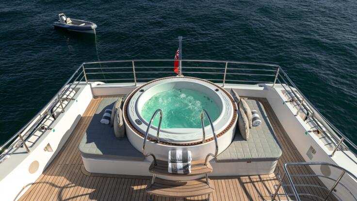 Yacht Charters Great Barrier Reef - Spa Tub on Superyacht deck
