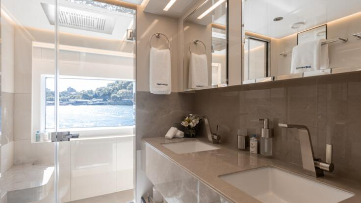 Luxury Yacht Charters Whitsundays - Master Ensuite
