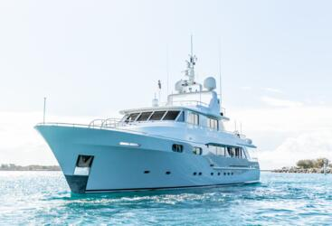 Superyachts Whitsundays - Large private superyacht Airlie Beach