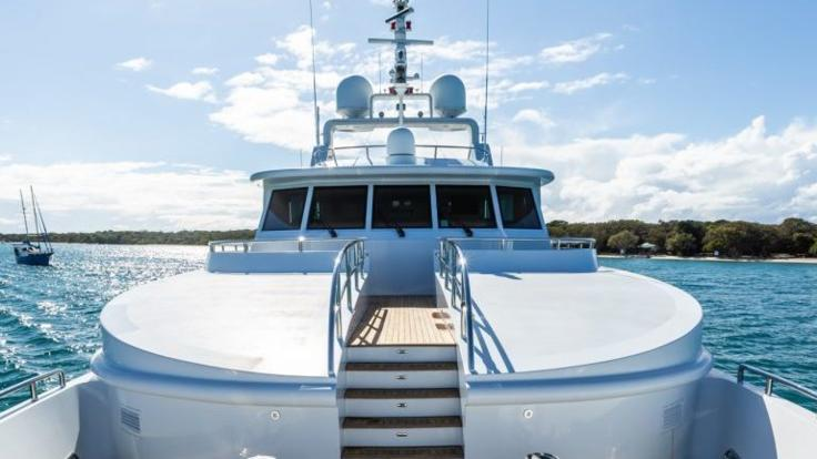 Cruise in a private luxury superyacht from Airlie Beach