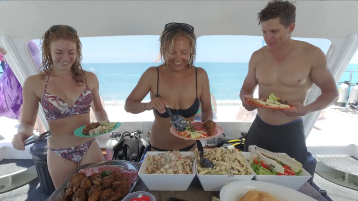 Barrier Reef Australia: Enjoy a buffet lunch on your Great Barrier Reef tour