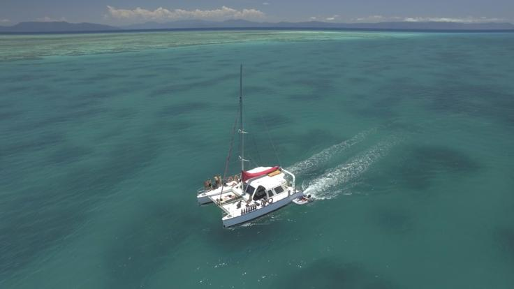 Barrier Reef Australia: Catamaran moving to next dive and snorkel location in Cairns