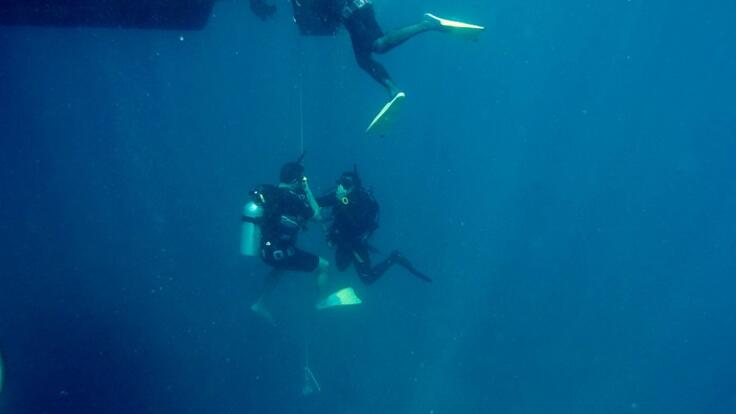 Great Barrier Reef Tours Cairns - Introductory Scuba Divers on the reef