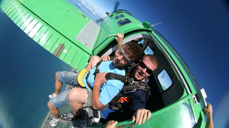 Thrills and spills skydiving in Cairns