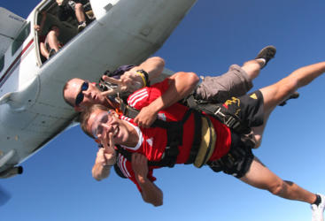 Tandem skydiving in Cairns - Mission Beach
