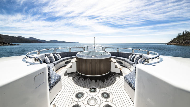 Superyachts Great Barrier Reef - Upper deck entertainment area with spa tub - Port Douglas - Great Barrier Reef Superyacht