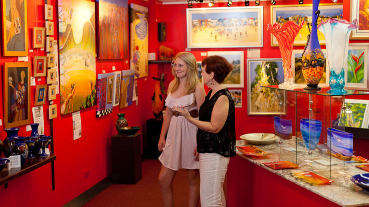 View and purchase local arts in Kuranda
