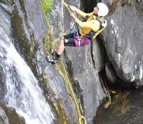 Abseiling granite boulders on Cairns Canyon tour