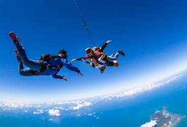 Tandem skydiving in Cairns