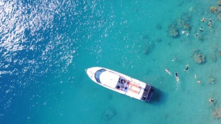Aerial Shot of boat & Snorkellers in the Whitsundays