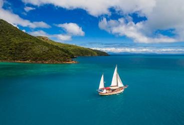 Great Barrier Reef Tours - Sailing - Liveaboard Tours
