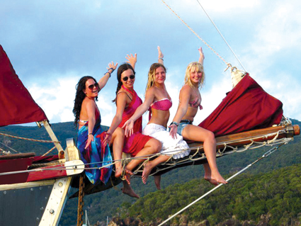 2 days and 1 night of fun on this Whitsundays sailing adventure