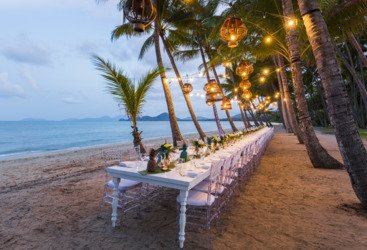 Beachfront dining, Palm Cove