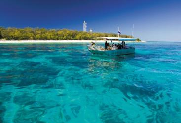 Free glass bottom boat tour around Lady Elliot Island